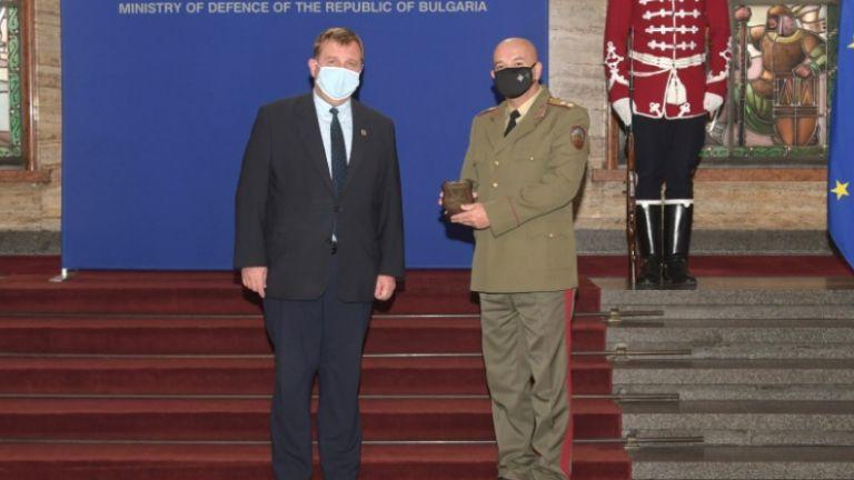 Министърът на отбраната Красимир Каракачанов награди началника на Военномедицинска академия