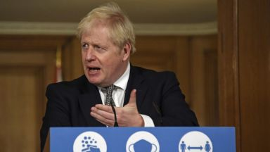 Обединеното кралство влиза в нова 4-седмична национална карантина