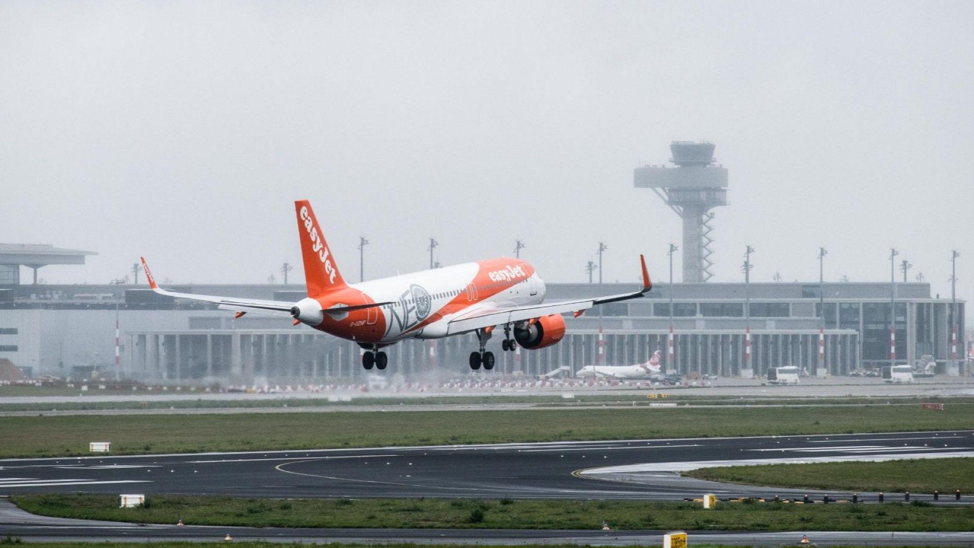 Първи пътнически самолет излетя от новото берлинско летище