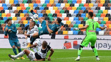 Акробатичният Златан донесе нов успех на Милан в типичния си стил