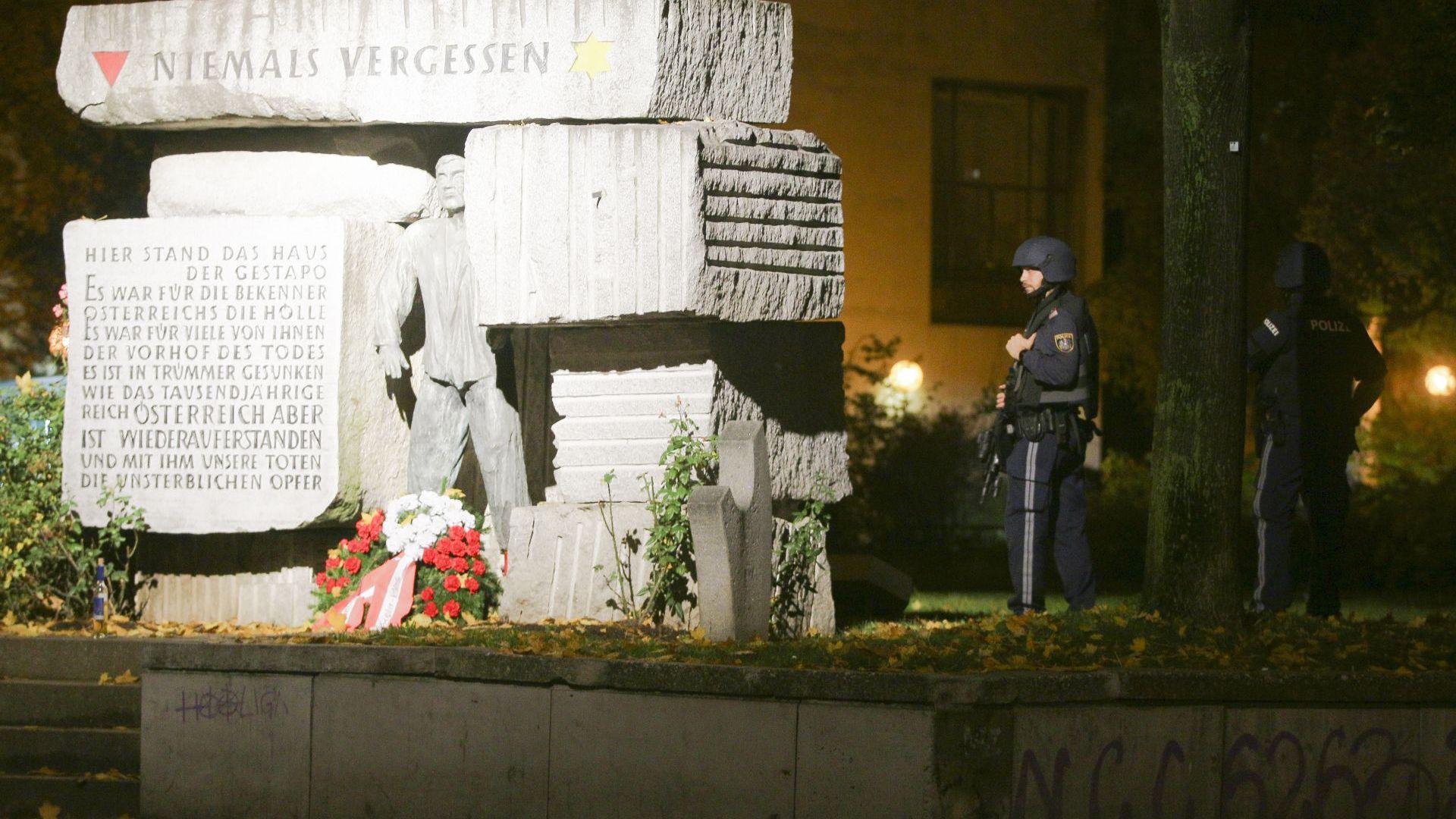 Ликвидираният от полицията нападател във Виена е носил освен огнестрелно оръжие и мачете