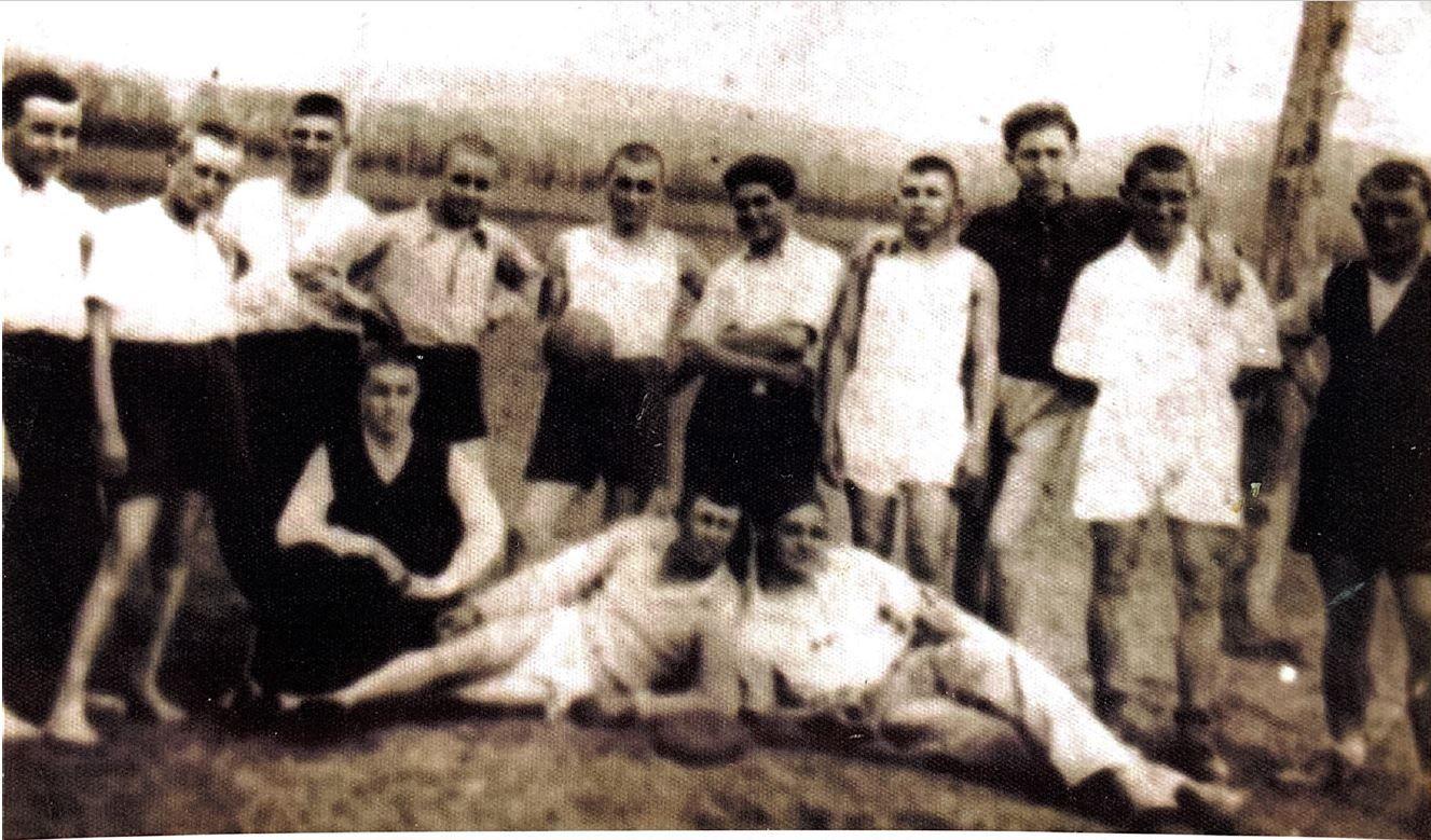 По време на II Световна война - германски войници са настанени в Търновлаг. И естествено - местните играят футбол с тях