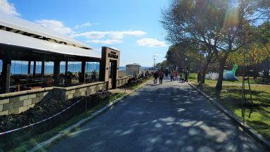 Слагат 71 нови осветителни стълба по крайбрежната алея на Бургас