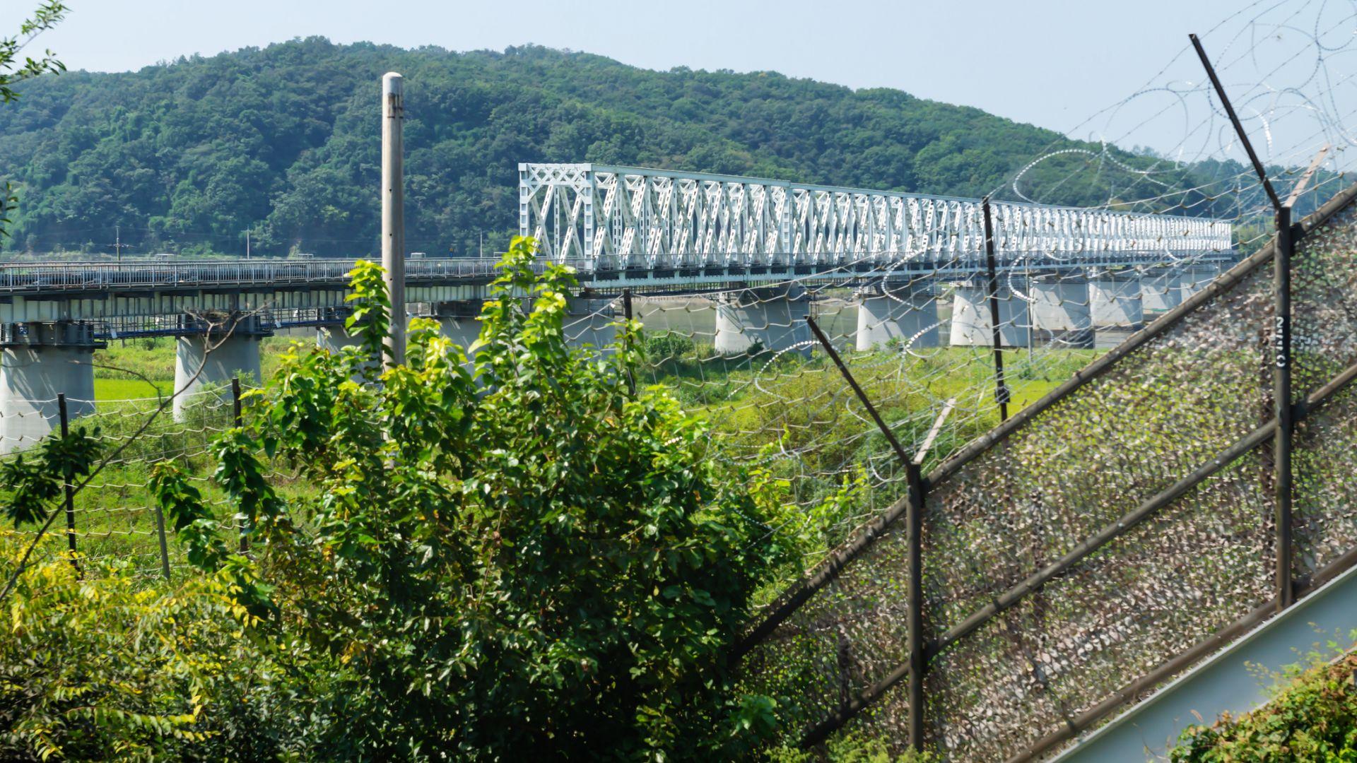 Северна Корея поставя противопехотни мини по границите си, за да се пази от коронавируса