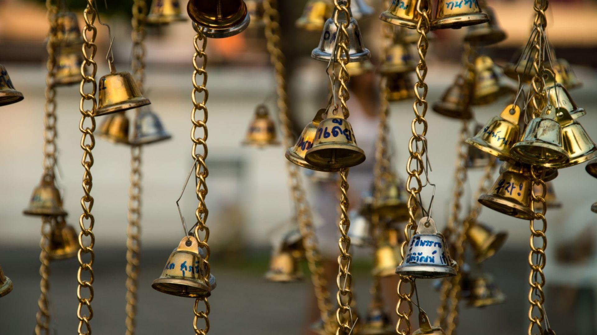 Звънчета в будистки храм