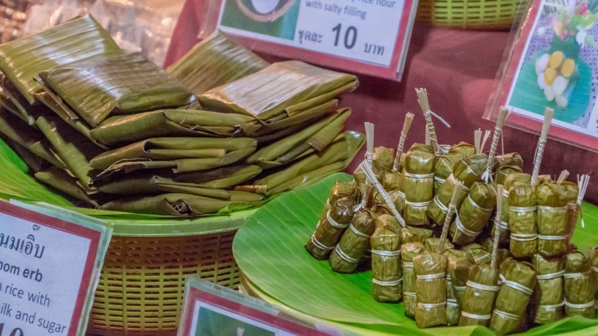 Улична храна, опакована в листа