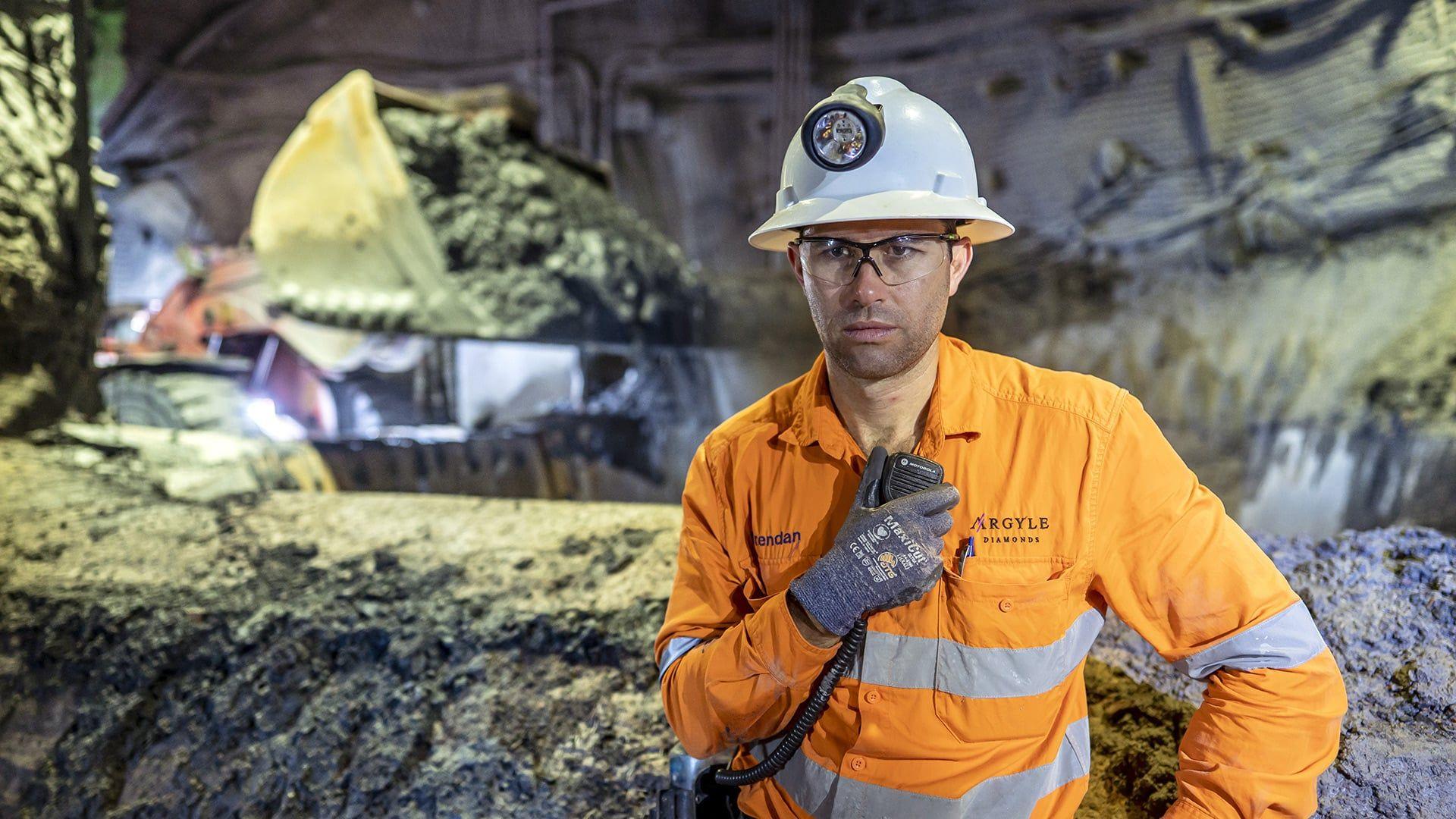 Брендън Мърфи, управител на подземни рудници в Argyle, контролира последния тон руда след 37 години експлоатация