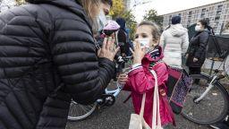 Франция смекчава ограниченията - излиза се за до 3 часа дневно за спорт