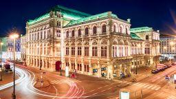 Музиканти от Виенската опера са продължили да свирят по време на терористичния акт