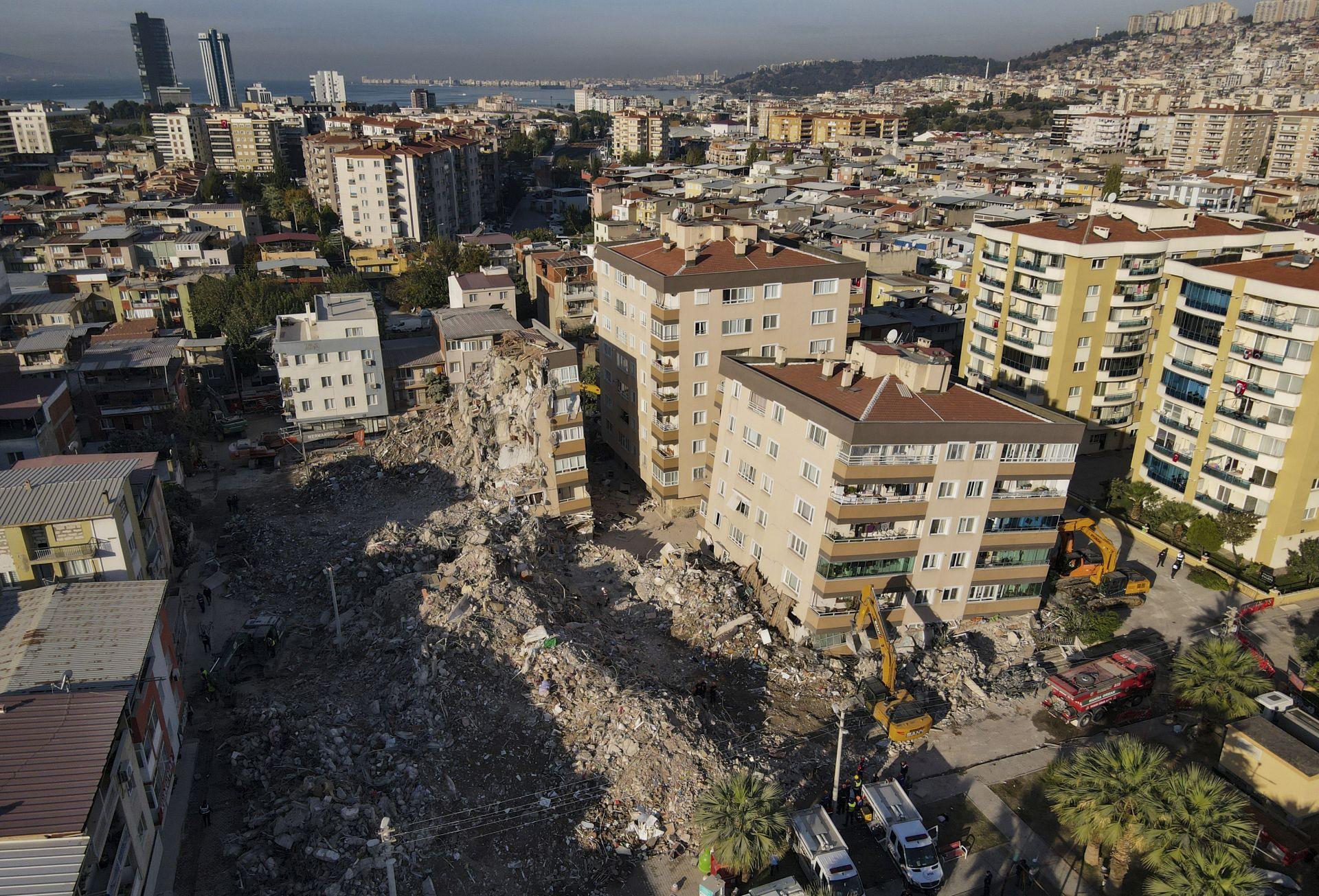 Измир, седмица след опустошителното земетресение от 6,6 по Рихтер