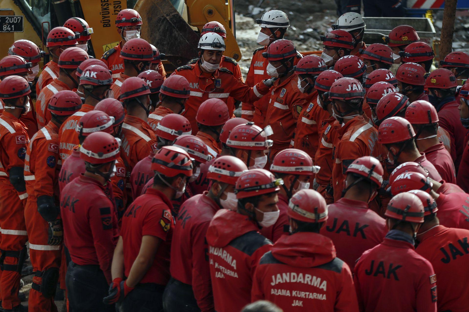 Над 7000 души се включиха в спасителните работи