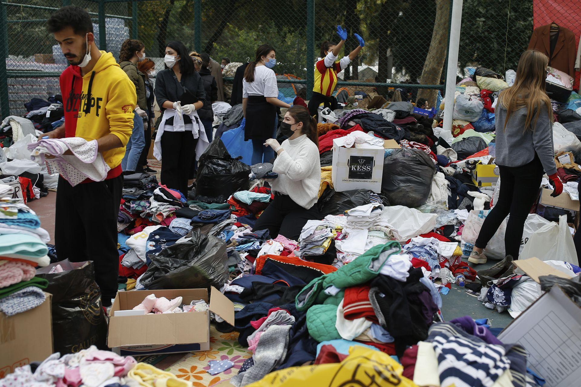 Хиляди останаха без дом в Измир след труса