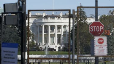 Четирима ранени до Белия дом, подозират привърженици на Тръмп (видео)