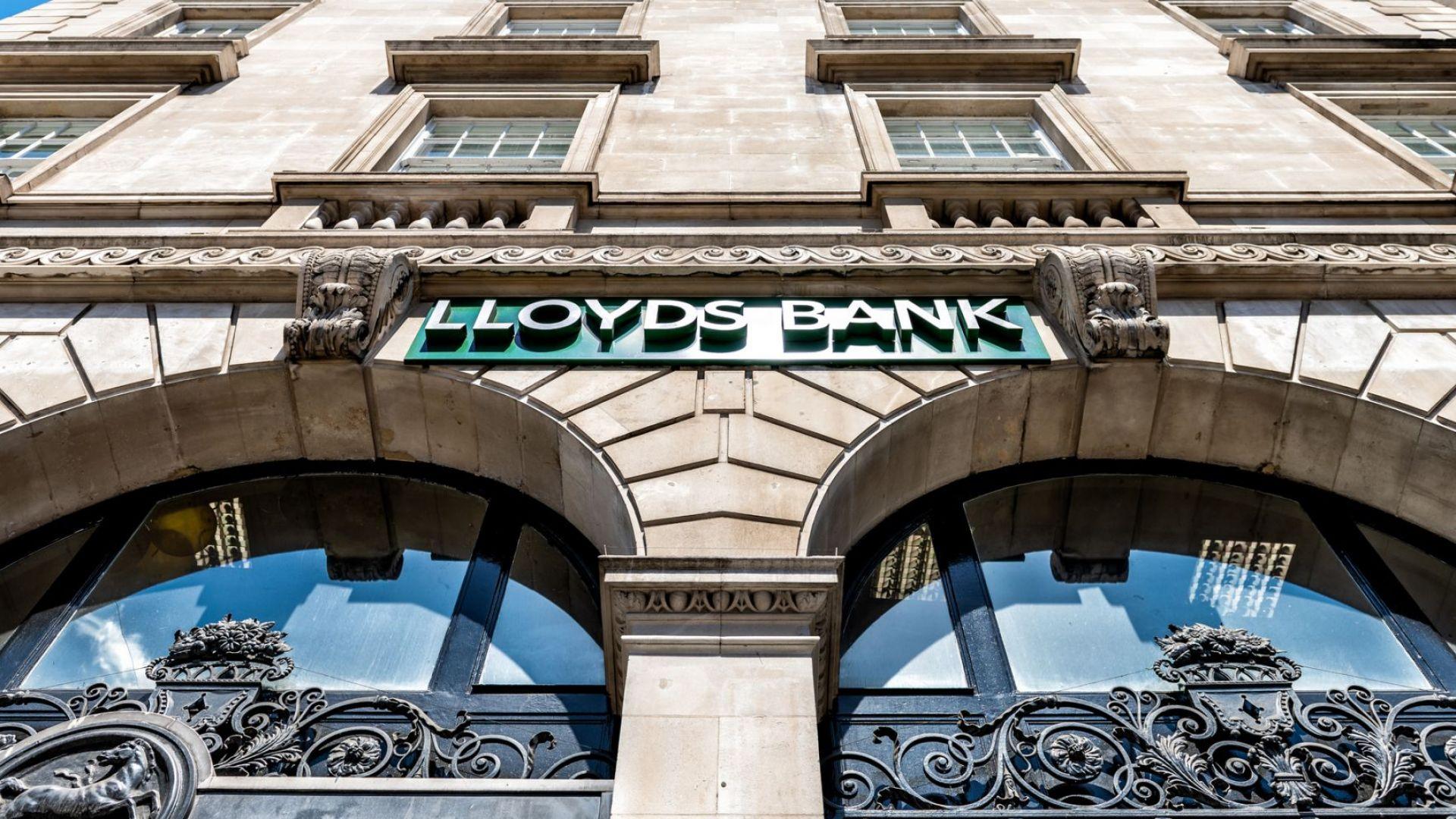 """Британската банкова група """"Лойдс"""" закрива стотици работни места"""