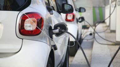 Пазарът на електрически и хибридни автомобили процъфтява