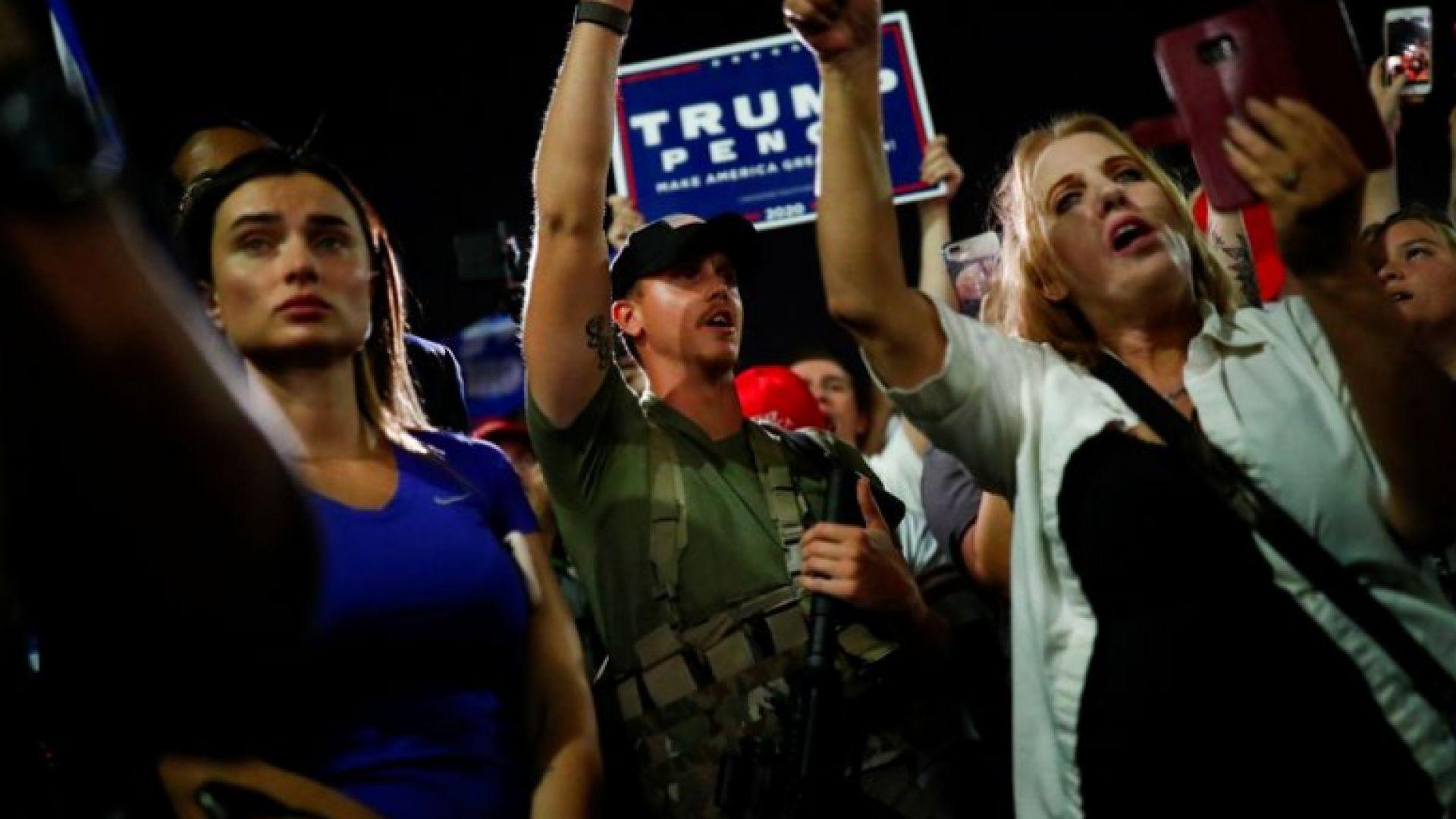 Привърженици на Тръмп с пушки блокираха избирателен център в Аризона (видео)