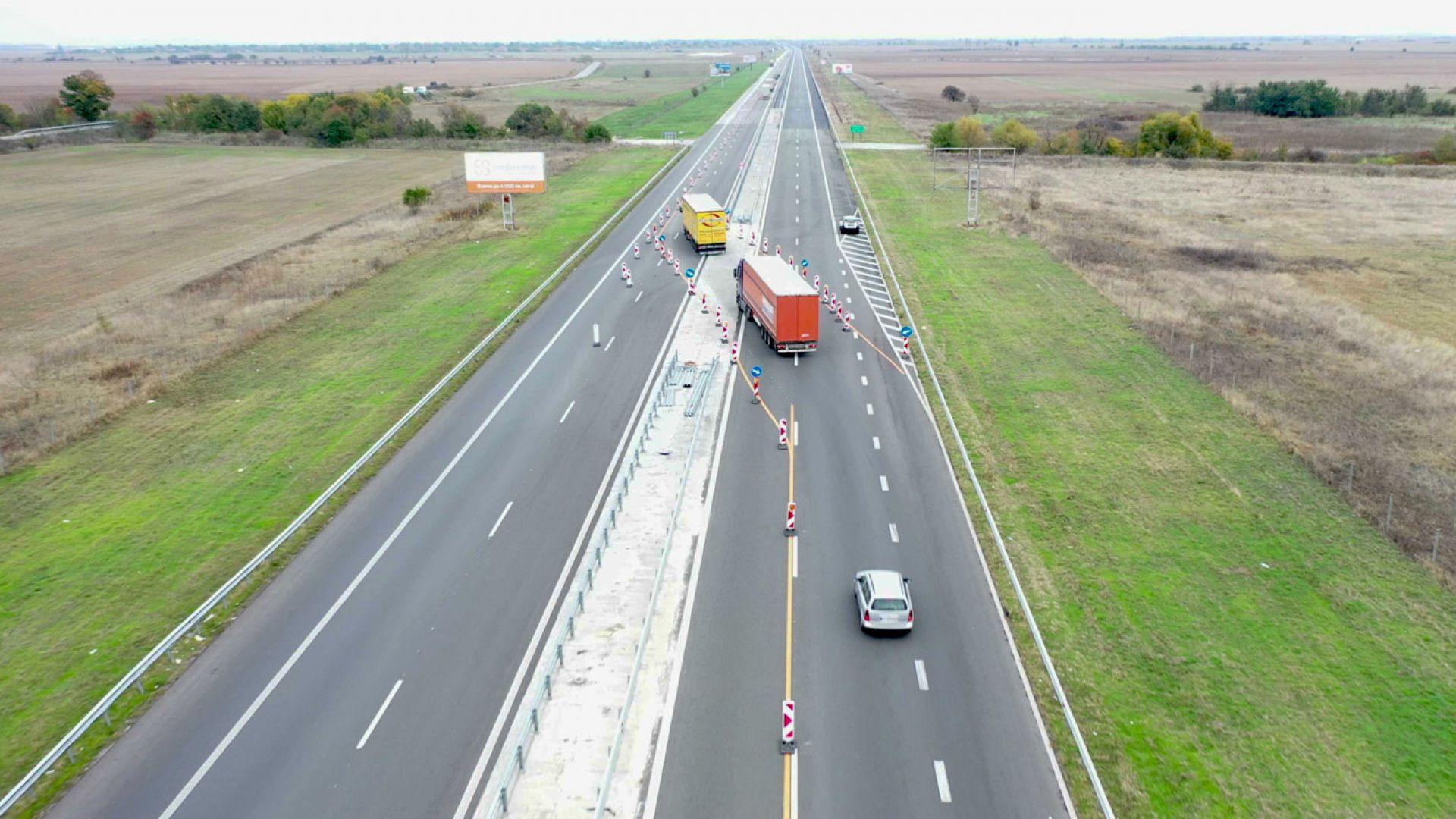 """Първите 12 км от """"вълните"""" на АМ """"Тракия"""" вече са с нов асфалт (видео и снимки)"""