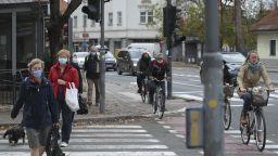 СЗО: Хората трябва да се движат повече, за да останат във форма по време на пандемия