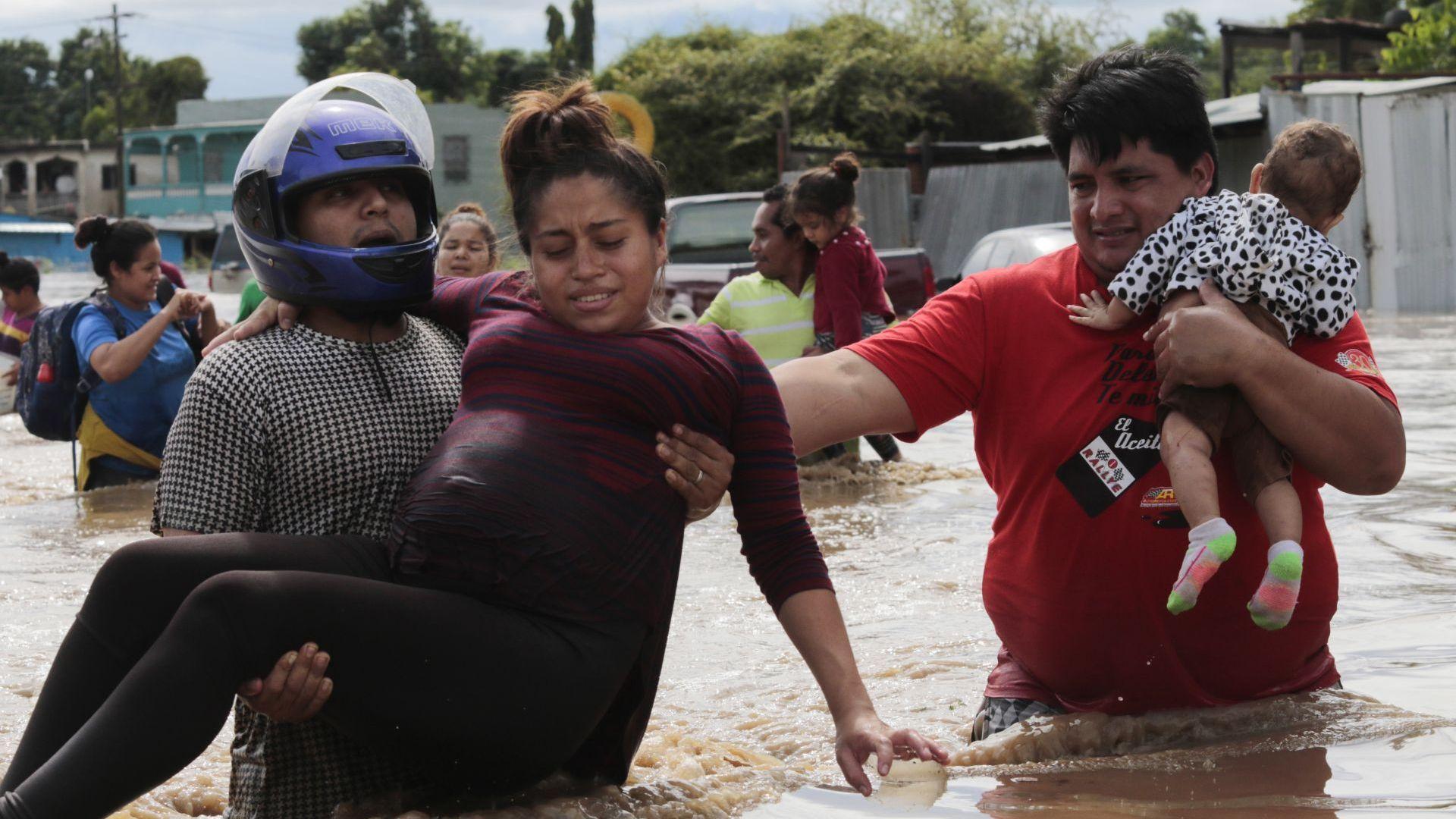 Тропическата буря Ета взе повече от 50 жертви в Гватемала (видео)