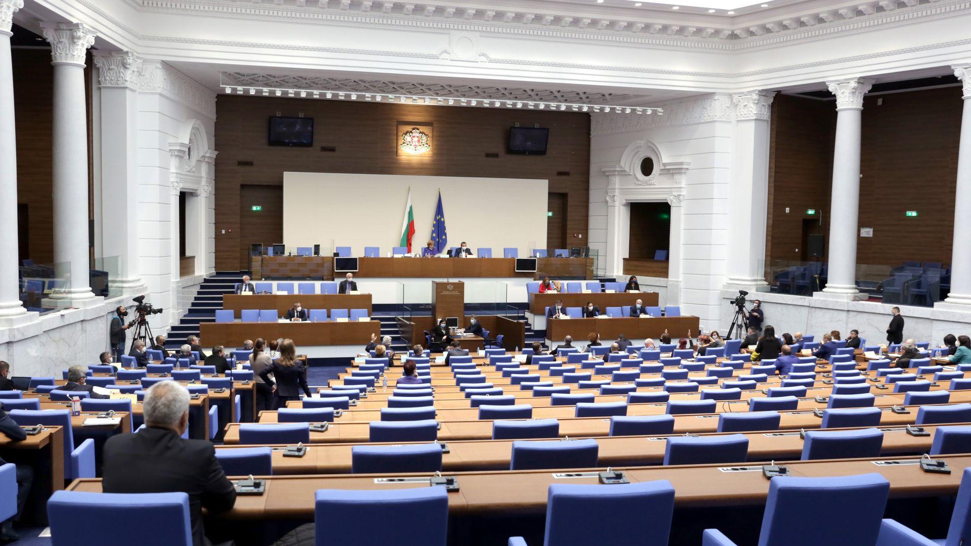 Предизборно: ГЕРБ пак води пред БСП с 2%, още 4 партии може да влязат в парламента