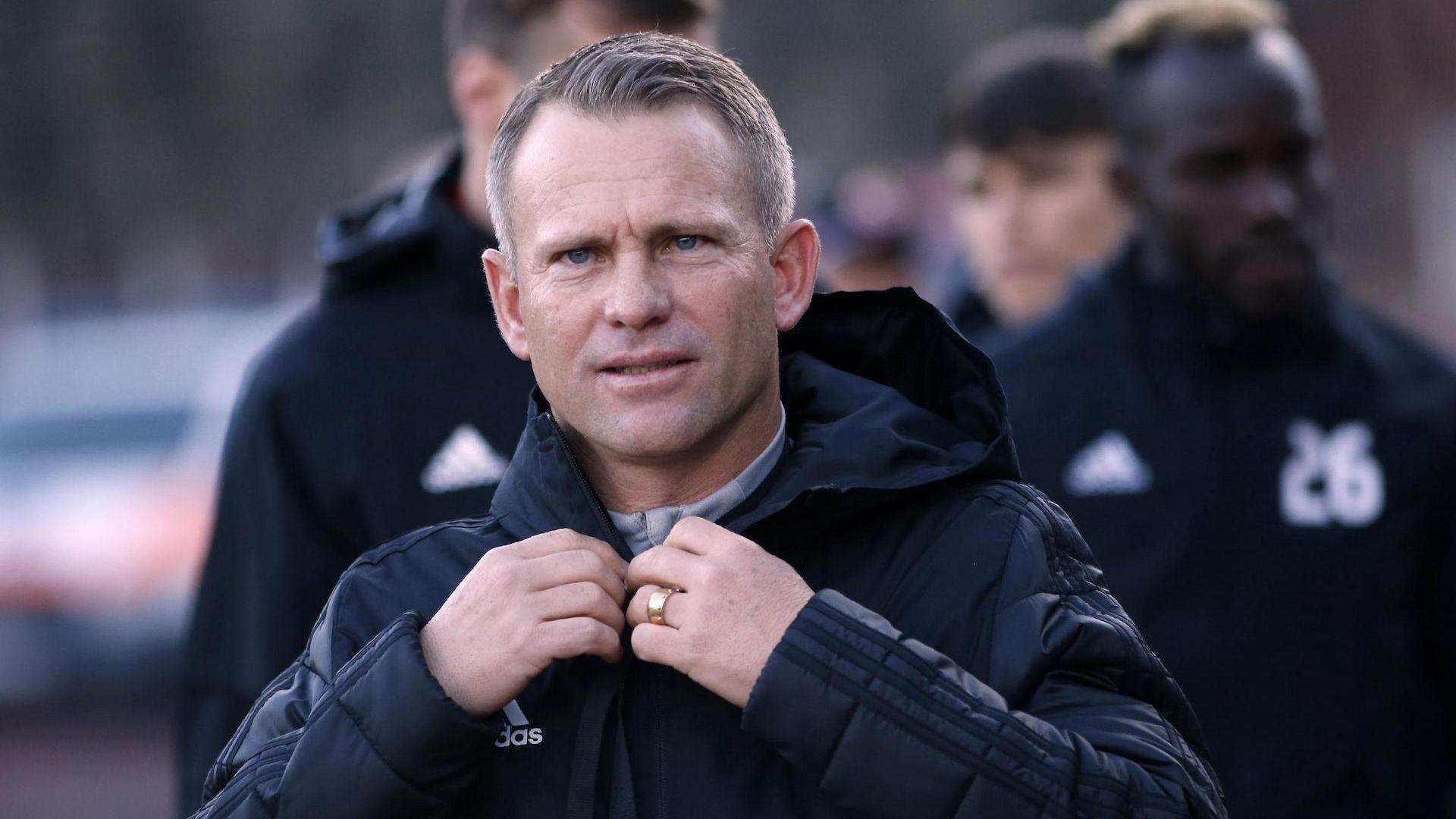 Треньорът на ЦСКА пое отговорност за загубата, но подкани и играчите да си направят сметка