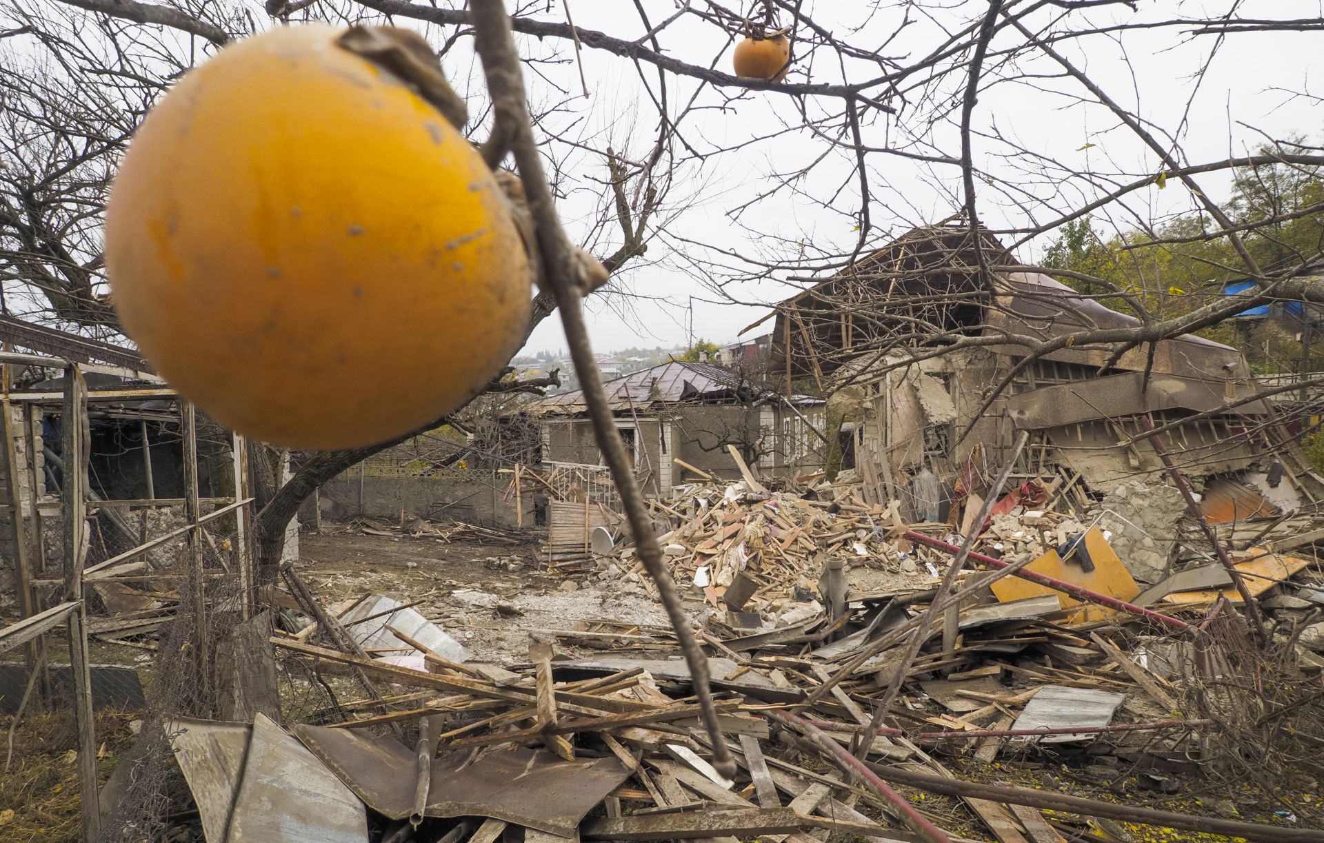 Боевете с азербайджанската армия край стратегическия град Степанакерт продължават
