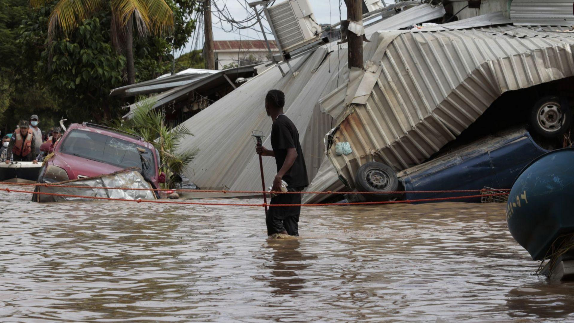 Ураганът Ета взе десетки жертви и в Мексико