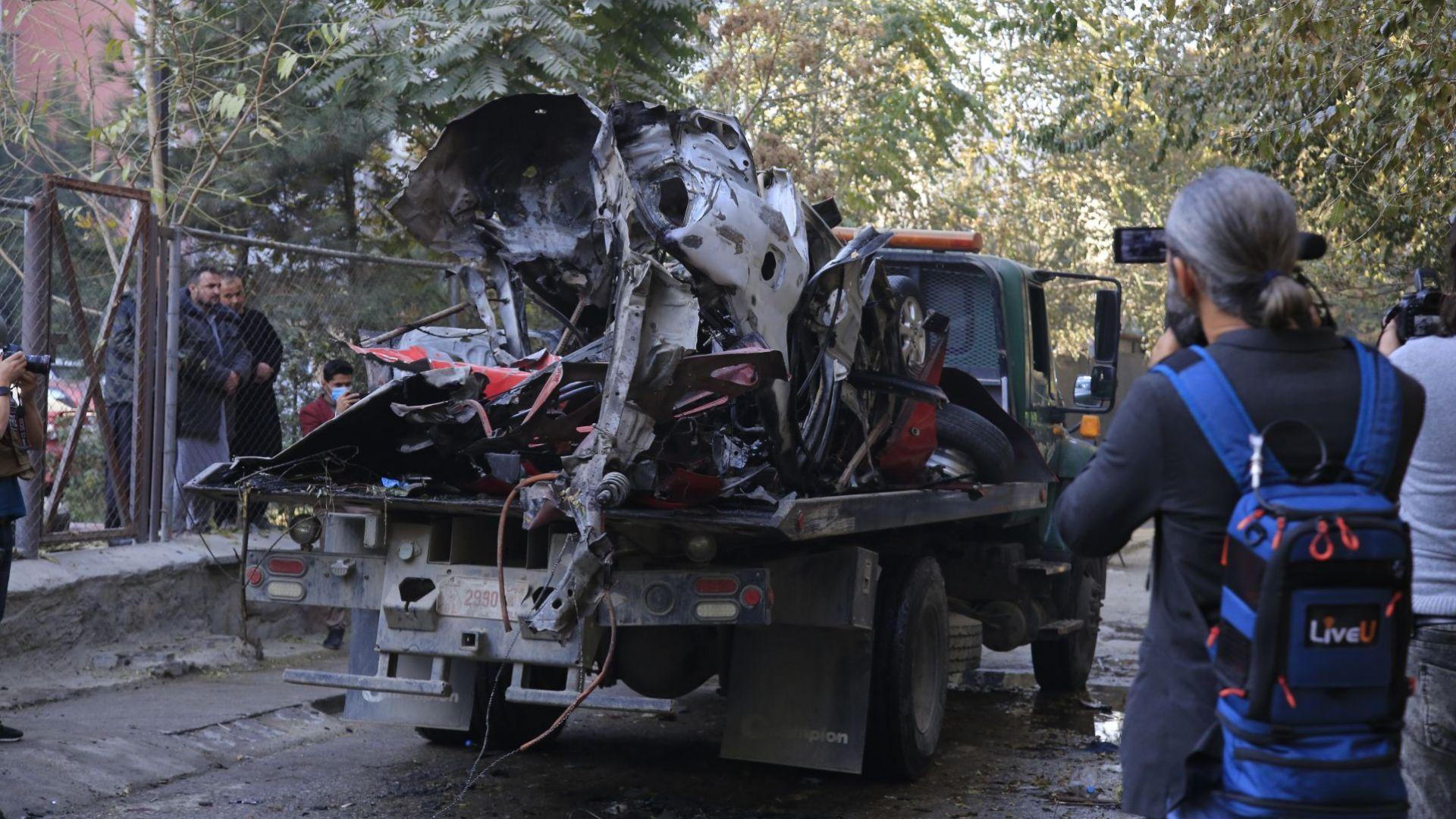 Виден афганистански журналист загина, след като взривиха колата му