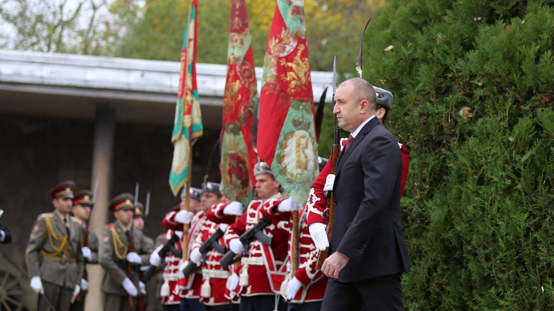 Президентът Радев почете загиналите военни на Архангелова задушница (снимки)