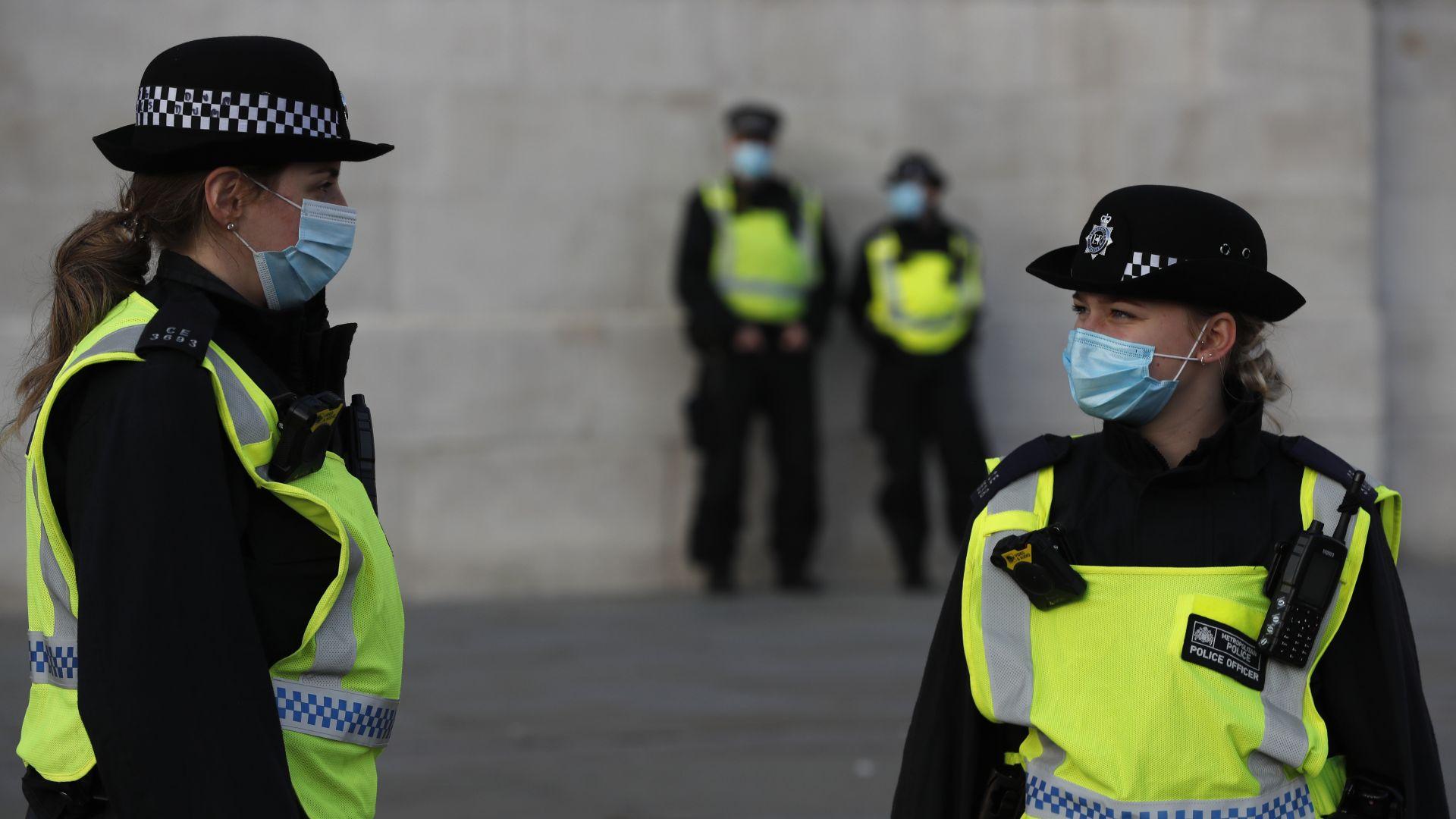 Великобритания връща всички пристигащи от Дания чужденци
