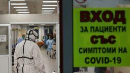 Броят на новозаразените с Covid-19 и приетите в болница отново расте