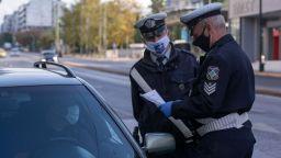 Вместо отхлабване, Гърция затегна мерките с пълна карантина до 11 януари