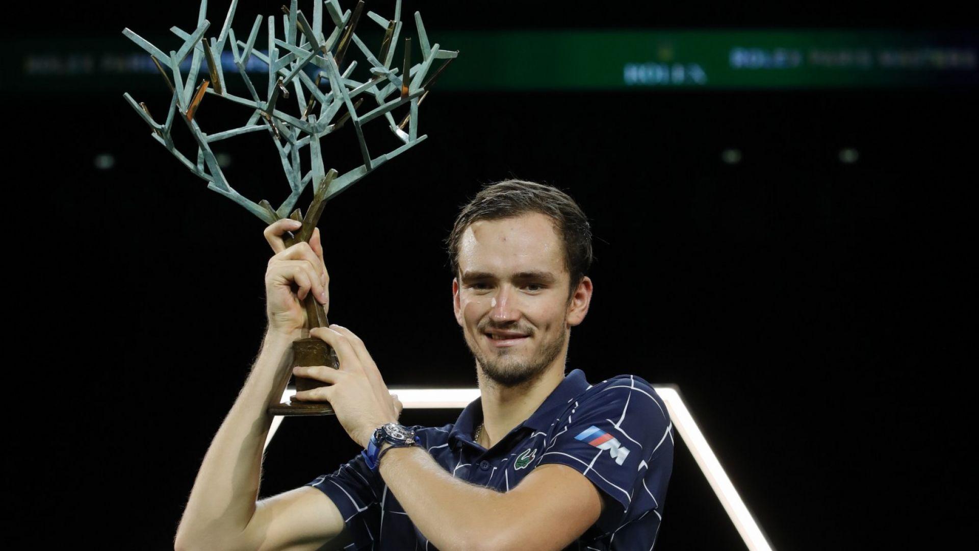 """Медведев е големият шампион в зала """"Берси"""""""