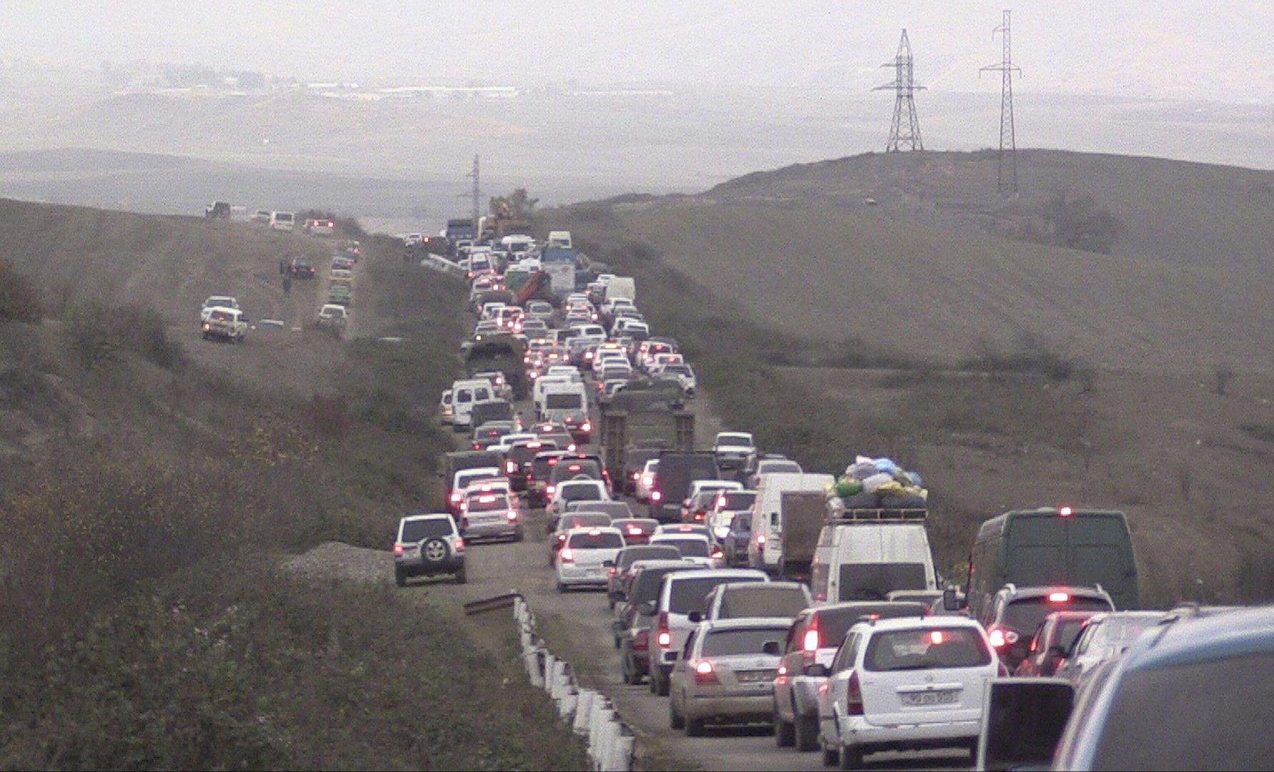 Хората напускат Нагорни Карабах, отправили се към Армения, 7 ноември