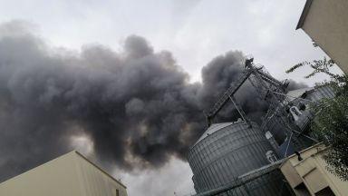 Голям пожар избухна във фабрика в Катуница