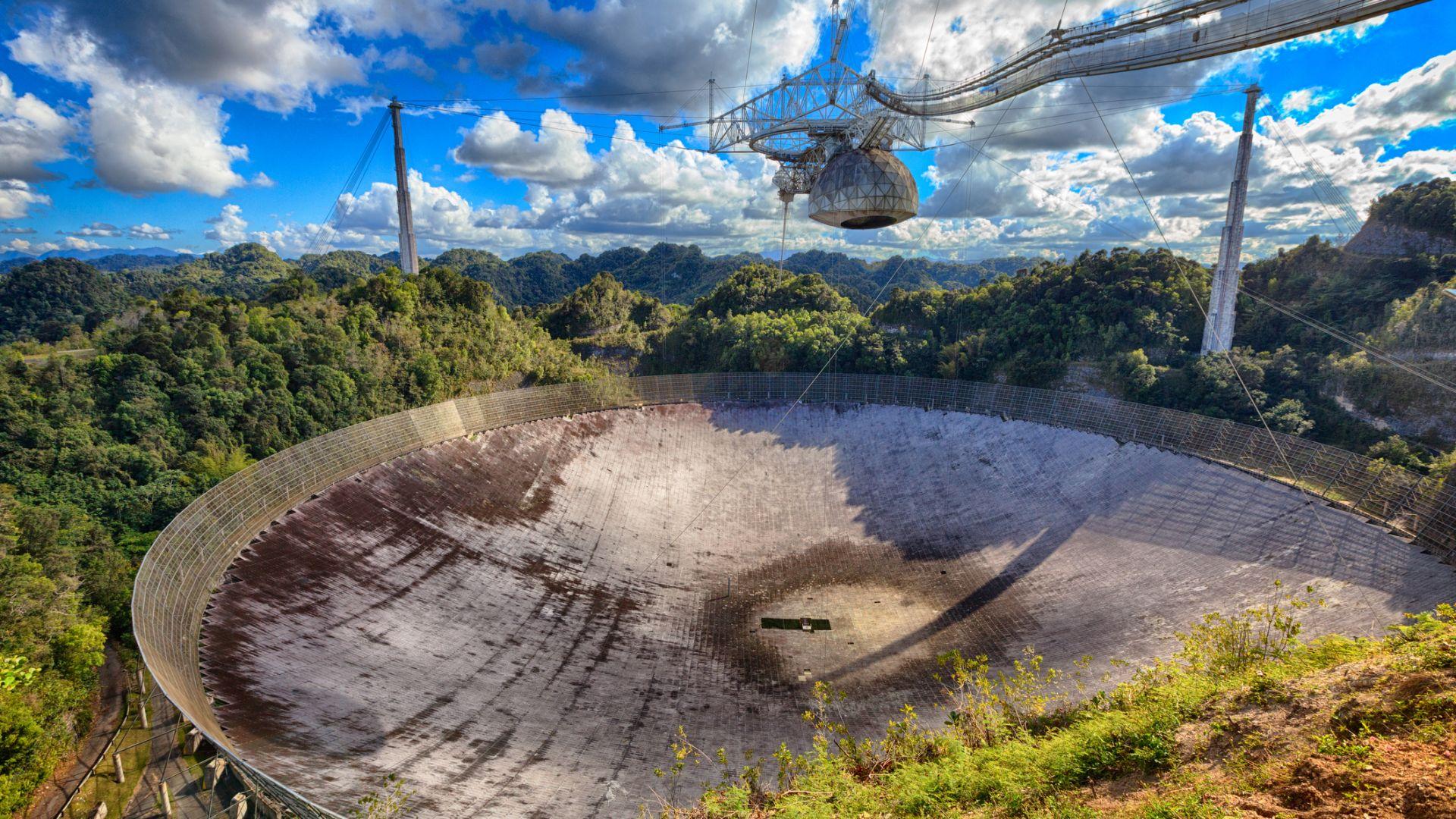 """""""Обсерваторията за извънземни"""" в Аресибо претърпя още щети"""