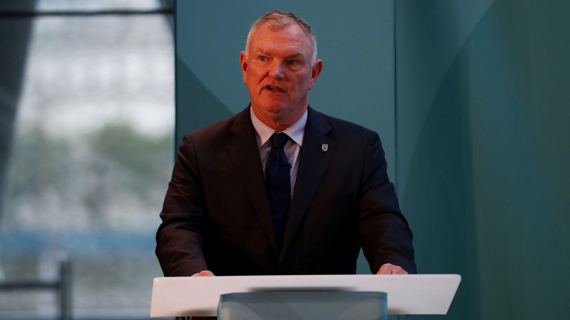 Шефът на английския футбол хвърли оставка след расистко изказване