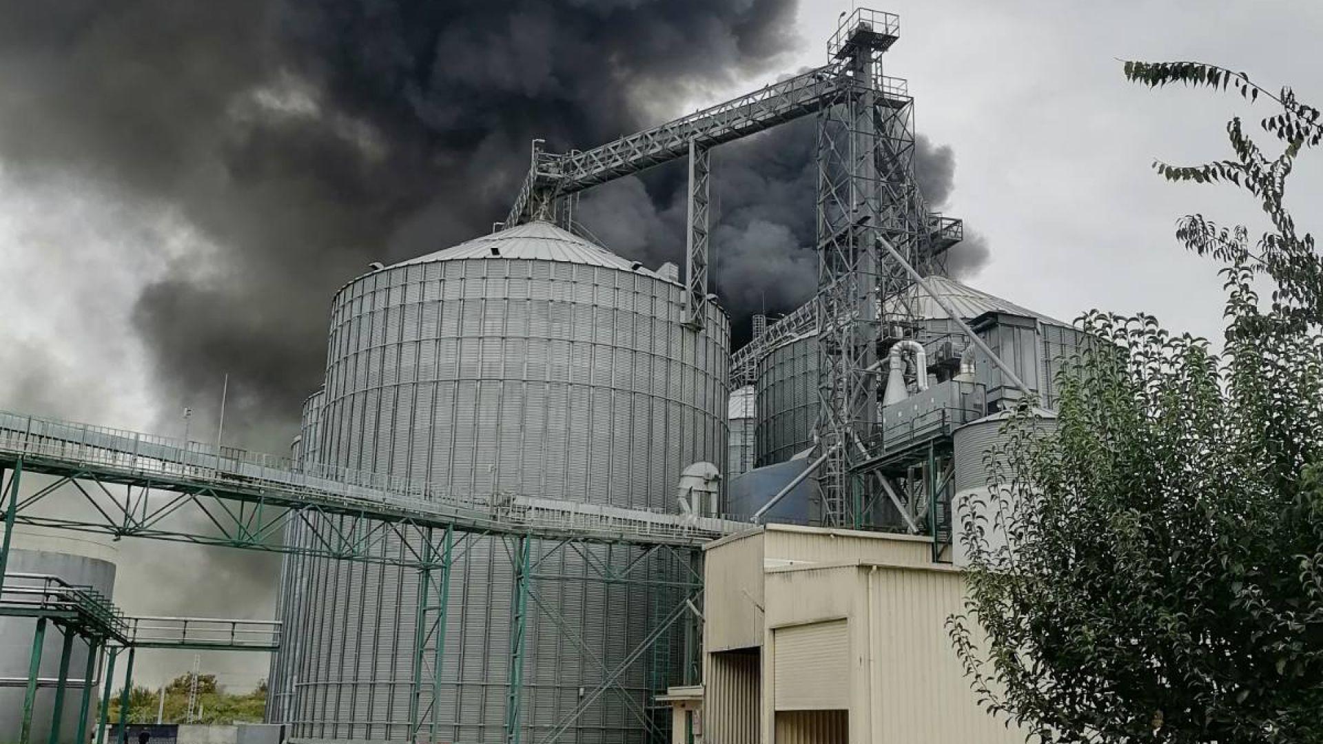 Ден след пожара: Над Катуница се носи миризма от изгорелите материали
