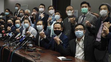 Масова оставка на депутати в Хонконг след принуда от Пекин