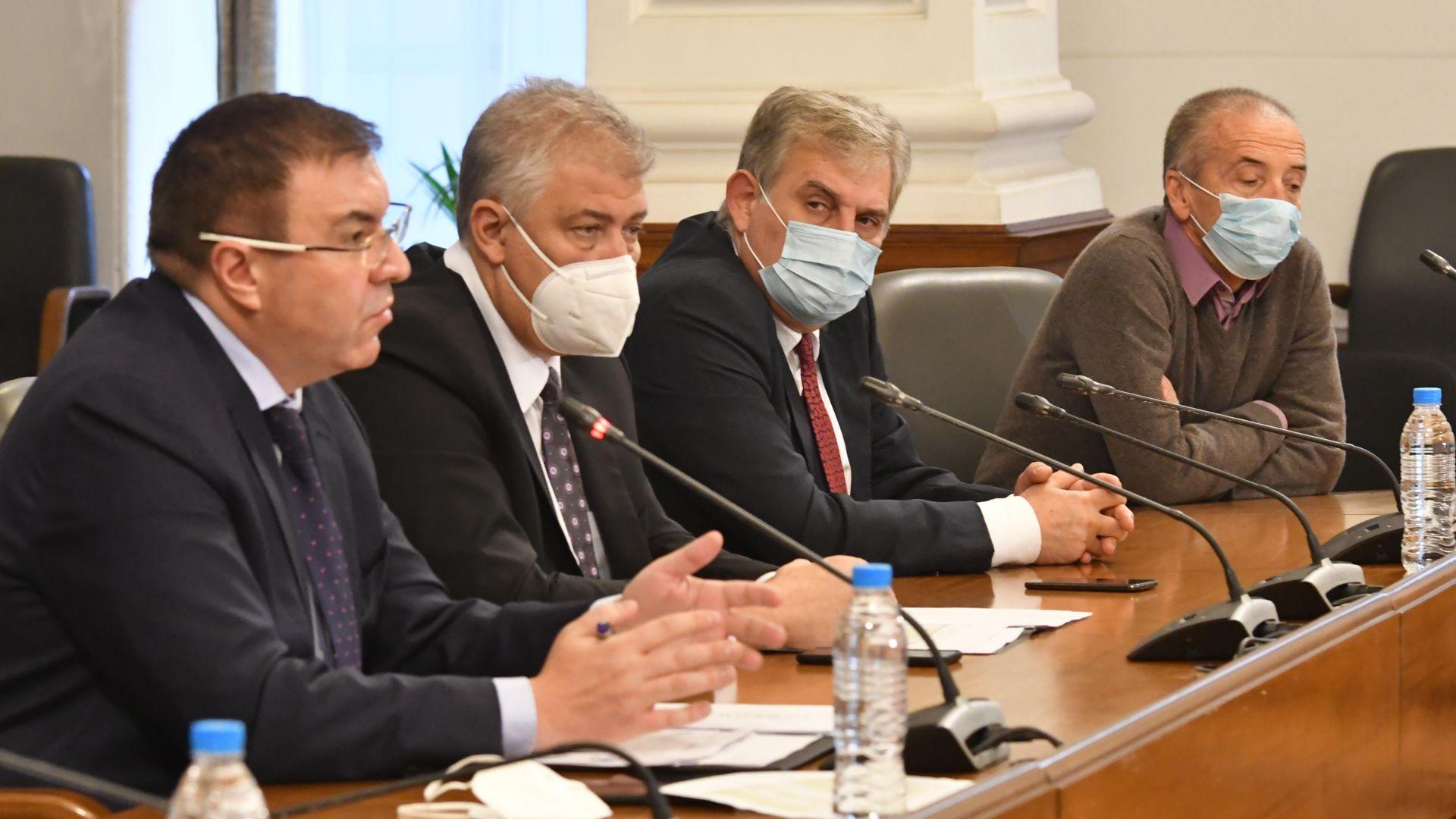 """Изявление на доц. Мангъров ядоса шефа на """"Пирогов"""" на брифинга на щаба"""