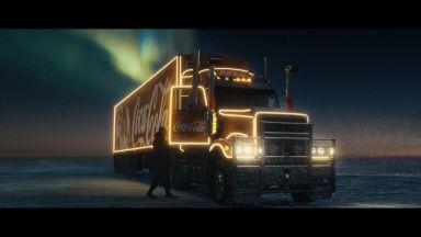 Носителят на Оскар Тайка Уайтити стои зад новата Коледна кампания на Coca-Cola