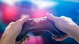 За 6 месеца японец свали 10 кг и направи плочки на корема, играейки видео игра