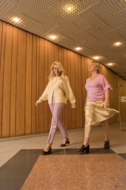 Краси блуза Marc Cain от Week&Shop MDL / Paradise Center пола, обувкии обици H&M Рая жилетка H&M панталон  Marc Cain от Week&Shop MDL / Paradise Center обувки архив