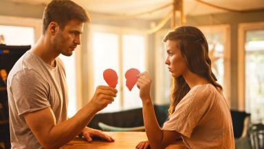 Изневяра ли е емоционалната изневяра? 10 признака, че половинката ви го прави