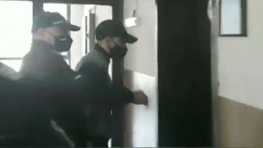 Синът на Каплата излиза от ареста само с подписка, след като потроши колата на Янек (видео)