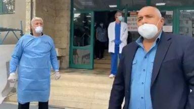 Борисов се срещна очи в очи с лекуващия се от коронавирус кмет на Пловдив (видео)