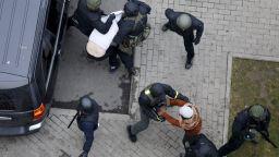 Полицията в Беларус използва специални средства срещу протестиращите, задържа над 700