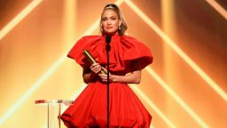 Дженифър Лопес триумфира на наградите People's Choice