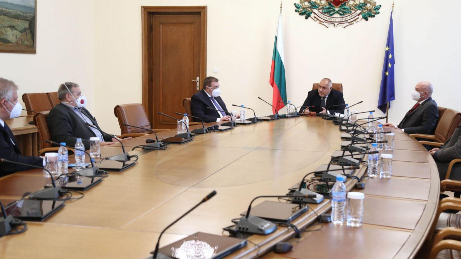 Мутафчийски и Щабът на съвещание при Борисов: Здравната система под натиск в 5 области