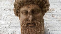 Глава на бог Хермес на 2300 години изникна от канализацията в Атина